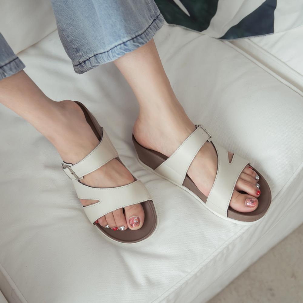 訂製款-涼感幾何縷空楔型拖鞋-杏,速乾,吸汗,降溫,足弓,腳床